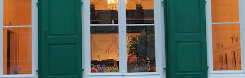 mearbhall-banner-durchs-fenster